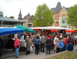 Рынок в Динаре фото