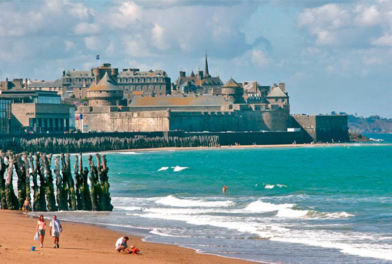 Пляжи Франции - знаменитый пляж Сен-Мало (Бретань)